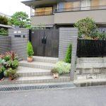 名張市 Y様邸 門扉・フェンス取付、玄関 門扉取替え 及び 犬用ゲージ 土間コンクリート工事
